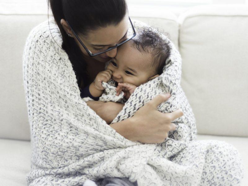 Combattre le mal de dents des bébés avec un anneau de dentition.